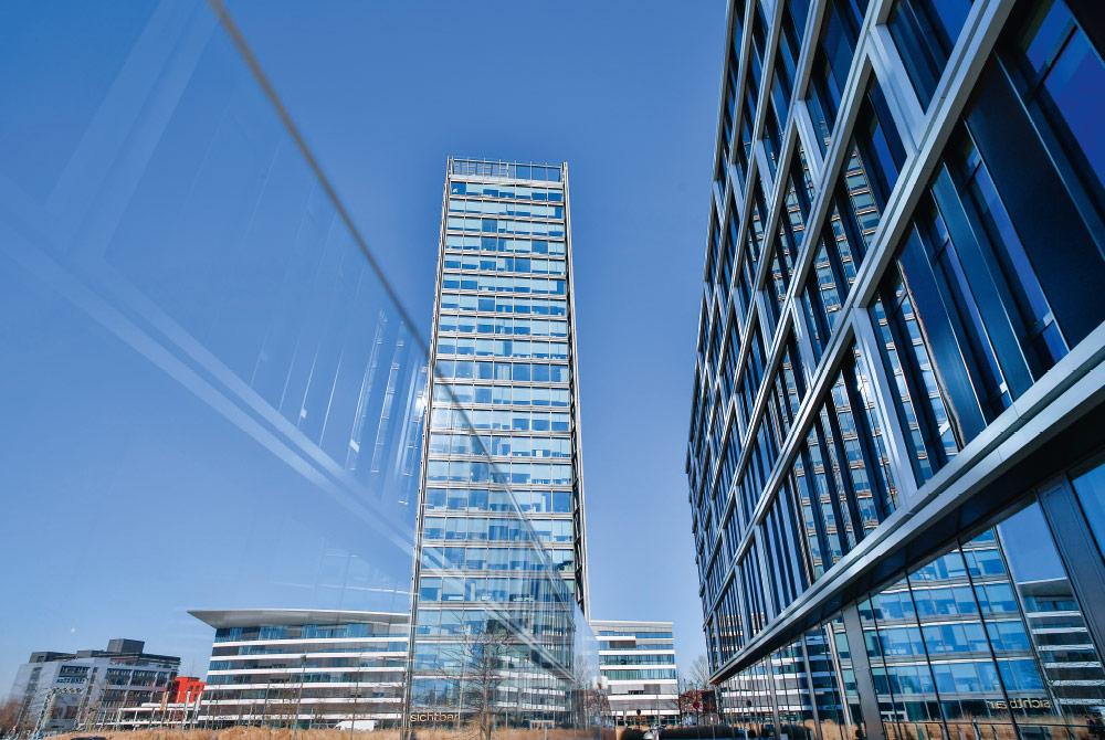 Der Weser Tower im Überseehafen in Bremen