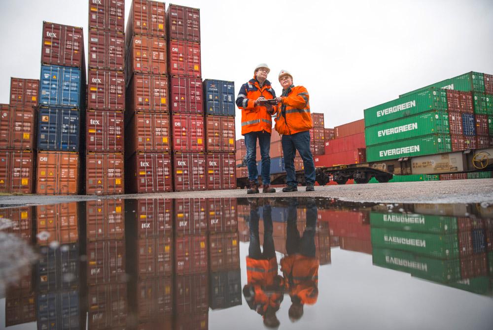 Containerbegutachtung im Umschlaghafen