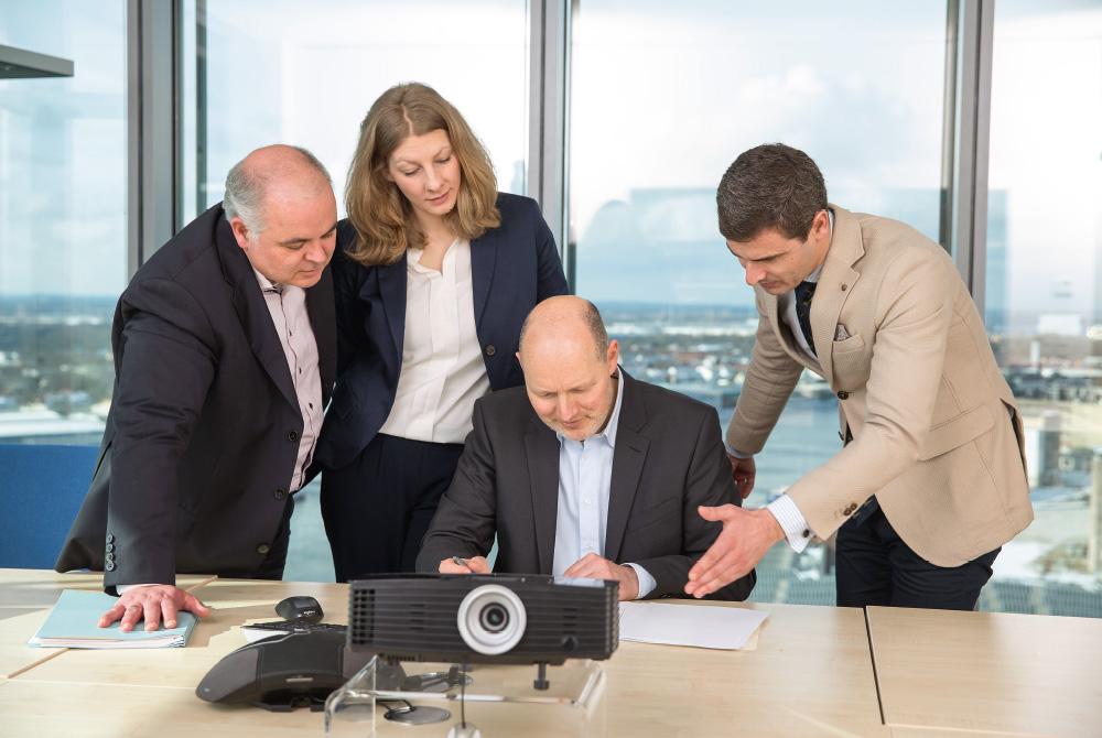 Das Team der Abteilung Recht & Regress auf Lösungssuche